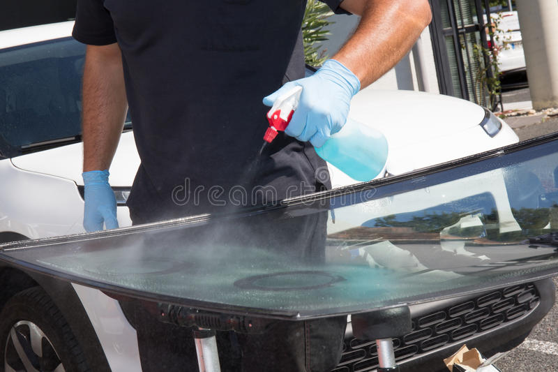 Glazier removing windshield or windscreen on a car royalty free stock photos