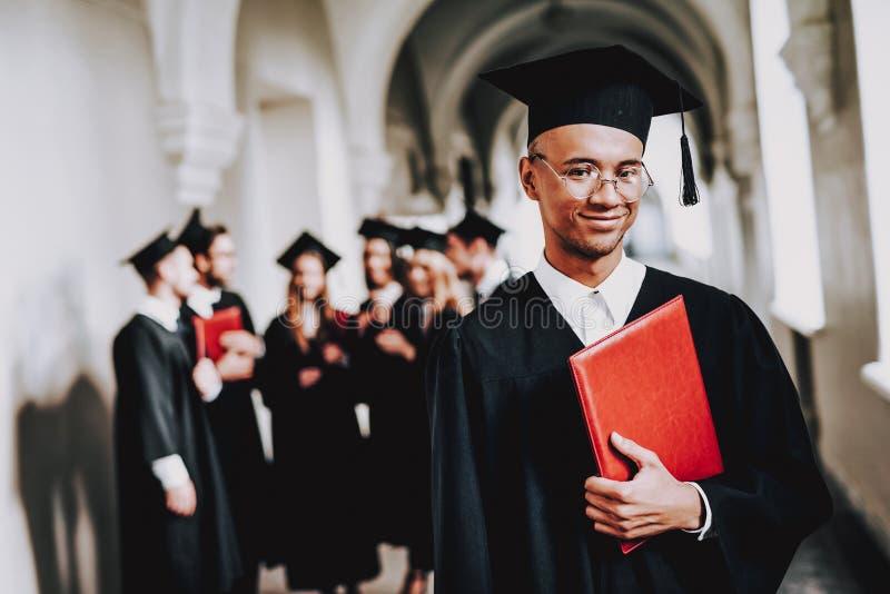 glb campus kerel mantel vrolijk viering royalty-vrije stock afbeeldingen