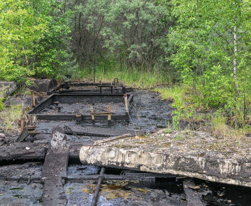 Glebowy zanieczyszczenie z olejem napędowym i bitumem zdjęcia royalty free