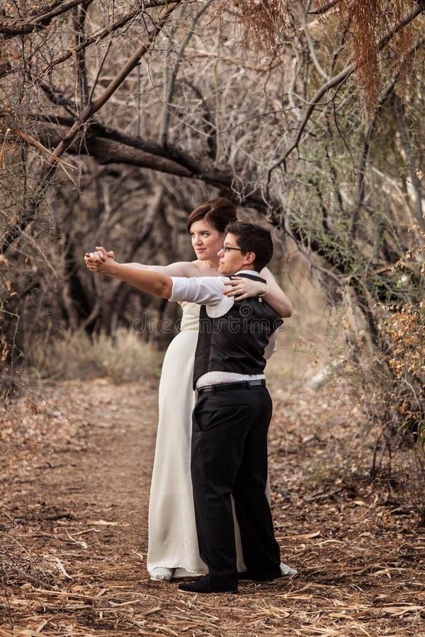 Gleichgeschlechtliche Paare, die zusammen tanzen stockfotos