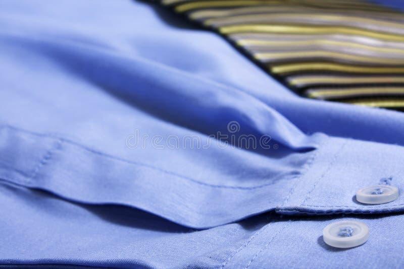 Gleichheit mit Hemd lizenzfreie stockfotografie