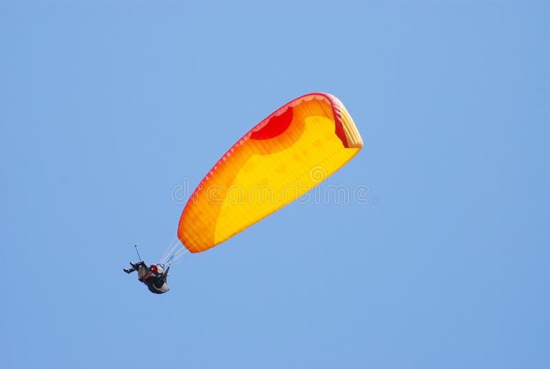 Gleitschirmfliegen in Oludeniz stockfoto