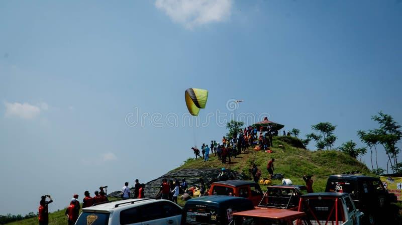 Gleitschirmfliegen-Reise von Indonesien 2019, Reihe 1st-2019, 25.-28. April 2019 an Sikuping-H?gel, Batang, Jawa Tengah, Indonesi lizenzfreies stockbild