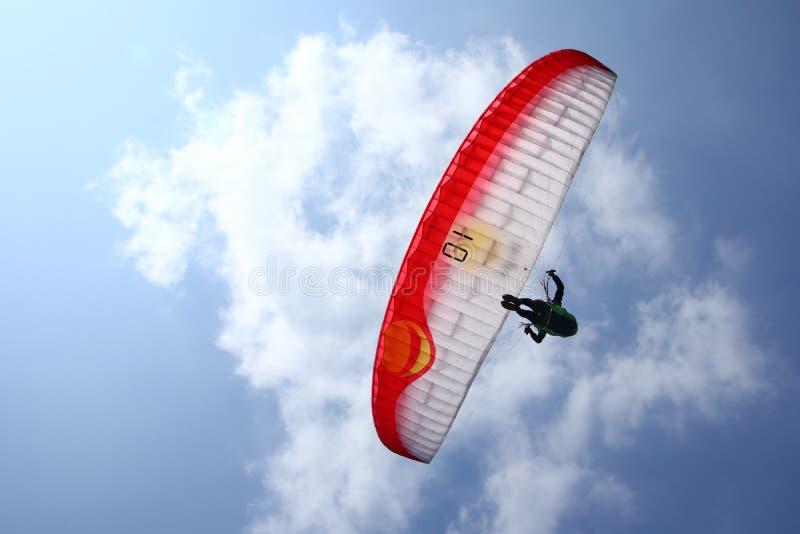 Gleitschirmfliegenathleten beim Konkurrieren in der nationalen Meisterschaft stockfoto