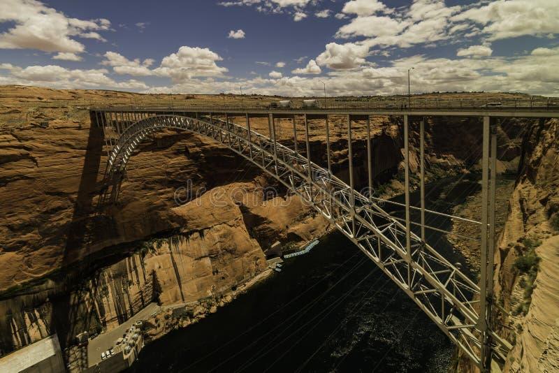 Glen Canyon Bridge über Fluss stockfotografie