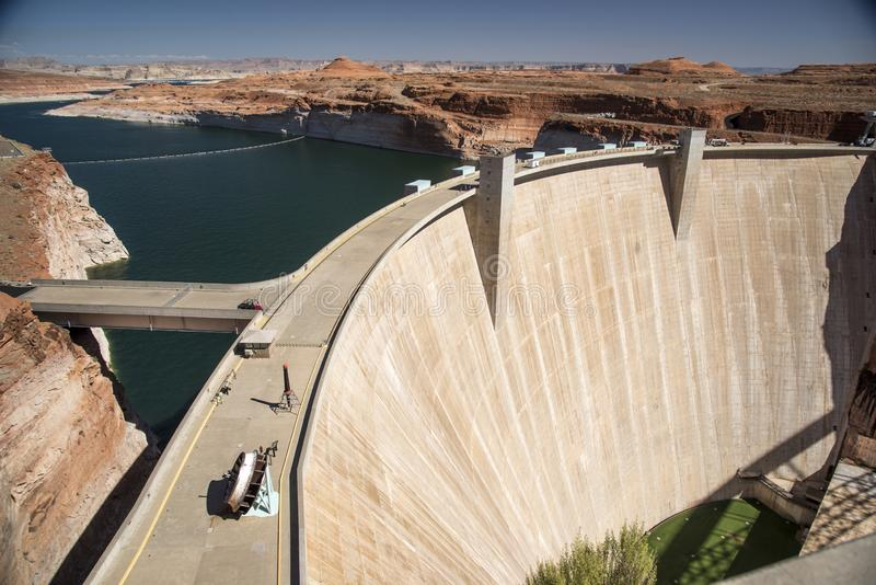 Glen Canyon Dam e lago Powell de Carl Hayden Visitor Centre Page Arizona fotos de stock