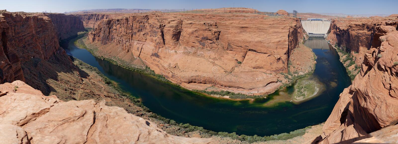 Glen Canyon Dam e o Rio Colorado (o Arizona, EUA) foto de stock
