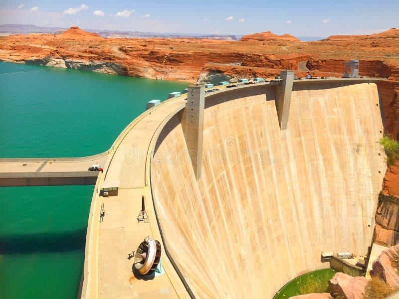 Glen Canyon Dam no Rio Colorado e no lago Powell no Arizona, Estados Unidos fotos de stock