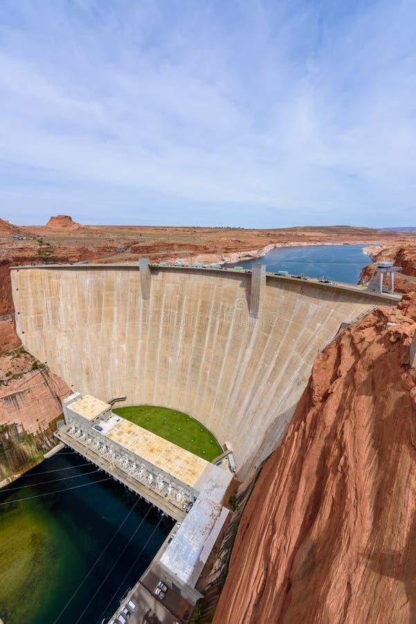 Glen Canyon Dam no Rio Colorado, lago Powell, o Arizona, EUA fotografia de stock royalty free