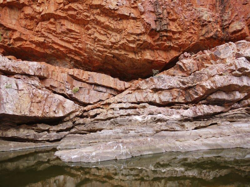 Download Glen Helen, Kloof In McDonnell Strekt Zich Uit Stock Foto - Afbeelding bestaande uit bergen, pond: 39102064