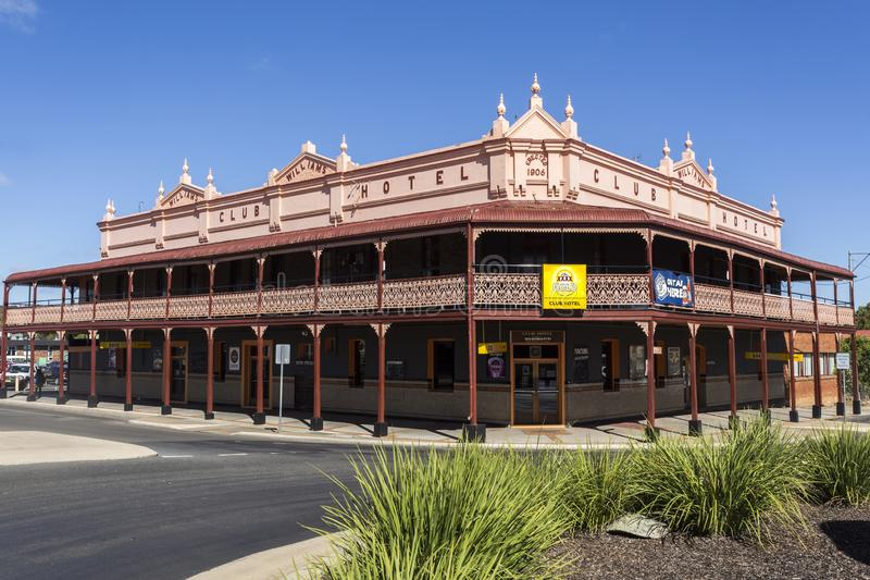 Glen Innes Old Buildings at the Turn of the Century. View of the 1906 large Edwardian style hotel with rendered parapet, bullnose corrugated iron roof over the stock photos