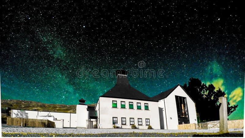 Glenbeg, Ardnamurchan Scozia - 26 maggio 2017: La distilleria di Ardnamurchan sta producendo il whiskey dal 2014 e realmente fotografia stock libera da diritti