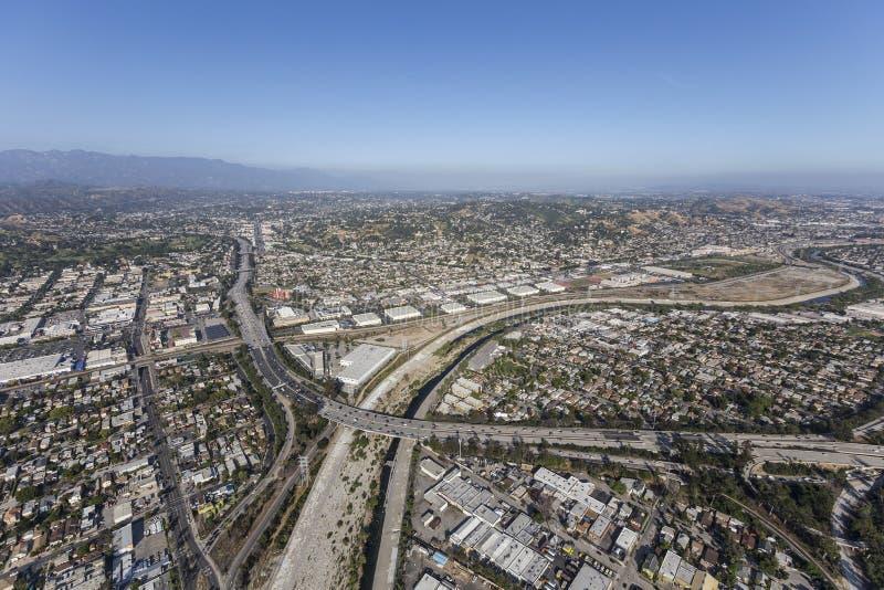 Glendale-Autobahn in dem Los Angeles-Fluss stockfotos