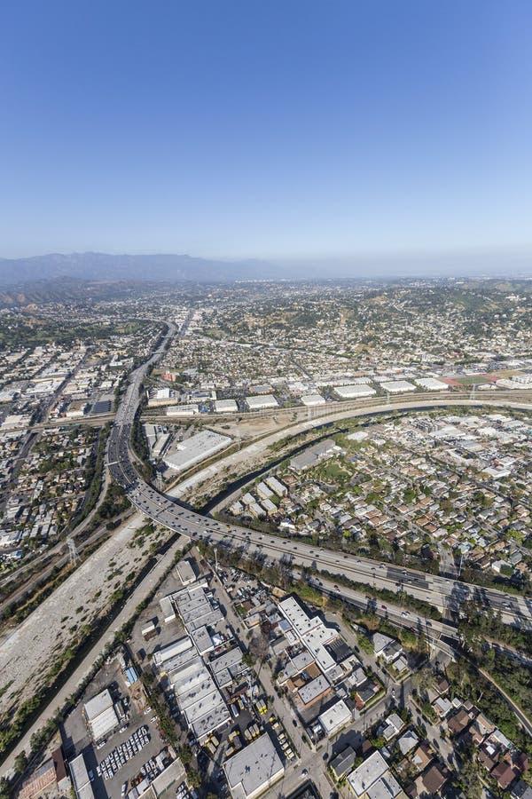 Glendale-Autobahn, die Los Angeles-Fluss kreuzt lizenzfreie stockfotografie