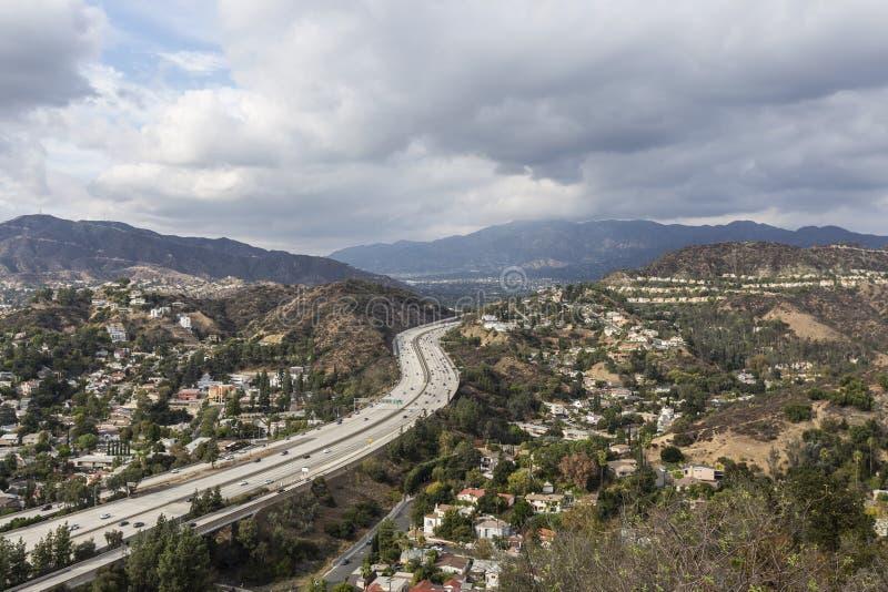 Glendale-Nachbarschaften und -autobahn nahe Los Angeles Kalifornien lizenzfreies stockfoto