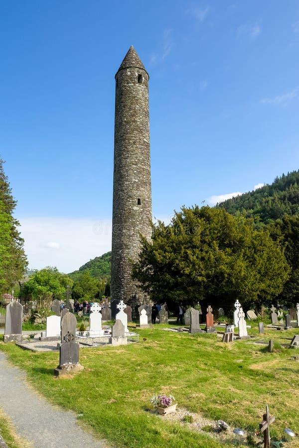 Glendalough är en by med en kloster i ståndsmässiga Wicklow, Irland arkivfoto