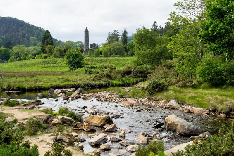 Glendalough è un villaggio con un monastero in contea Wicklow, Irlanda fotografia stock