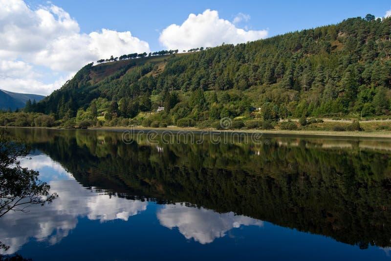 glendalough λίμνη χαμηλότερη στοκ φωτογραφία με δικαίωμα ελεύθερης χρήσης