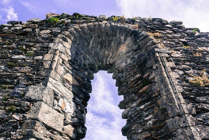 Download GLENDALOUGH, IRLANDA - 26 DE JULHO DE 2017: Glendalough Imagem de Stock - Imagem de catedral, fundo: 107526623