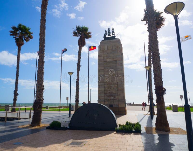 Glenelg在摩斯里广场的战争纪念建筑在城市在Glenelg坚持海湾 免版税库存图片