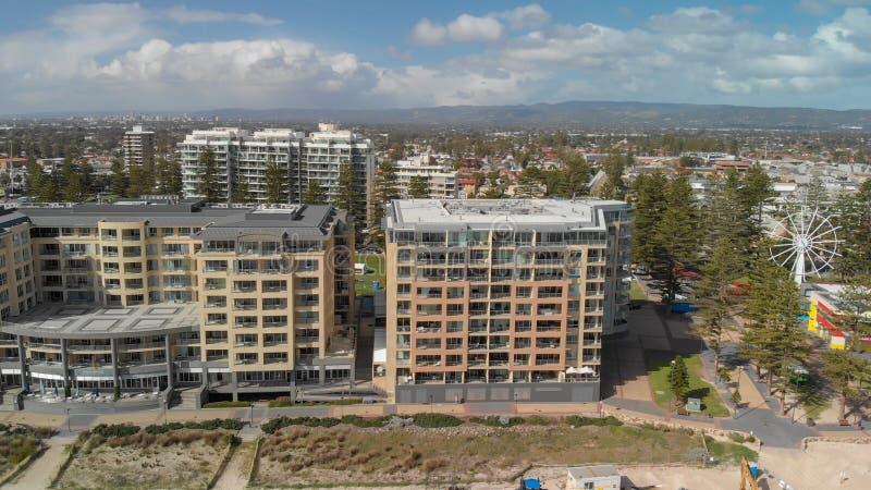 GLENELG,澳大利亚- 2018年9月15日:美好的城市地平线鸟瞰图在一好日子 Glenelg是一种著名吸引力近 库存图片