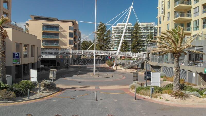 GLENELG,澳大利亚- 2018年9月15日:美好的城市地平线鸟瞰图在一好日子 Glenelg是一种著名吸引力近 免版税库存照片