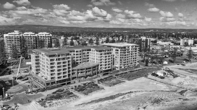 GLENELG,澳大利亚- 2018年9月15日:美好的城市地平线鸟瞰图在一好日子 Glenelg是一种著名吸引力近 免版税库存图片