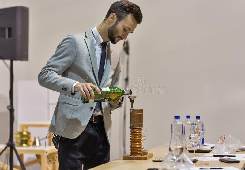 Glenfiddich Szkockiego Whisky destylarni Pojedynczy Słodowy Górski podawca Kijów, Ukraina zdjęcia royalty free