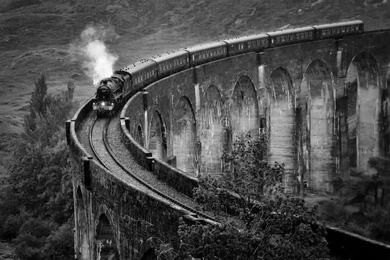 Glenfinnan-Viadukteisenbahn lizenzfreies stockbild