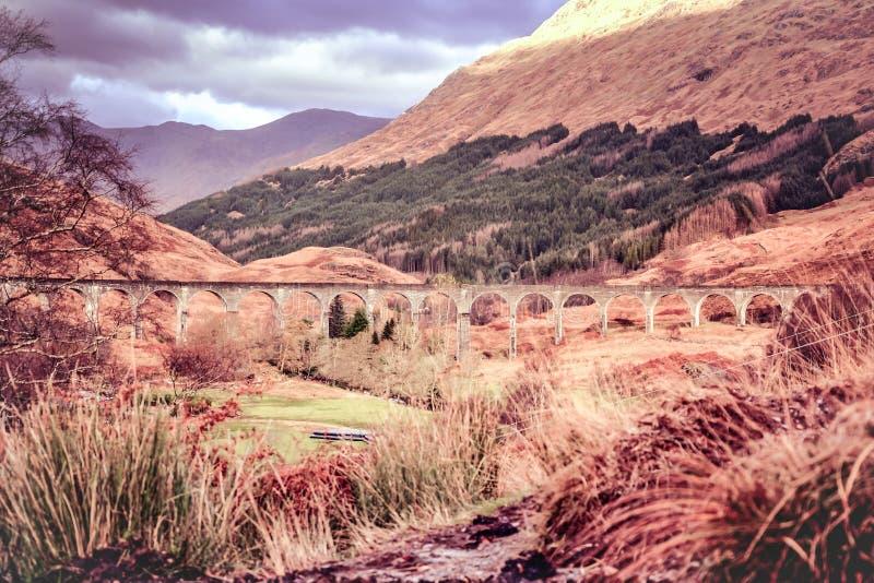 Glenfinnan wiadukt - Harry Poter filmu wiadukt w Szkockich średniogórzach obrazy stock