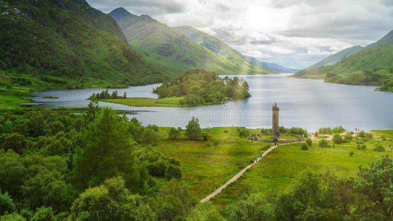 Glenfinnan zabytek przy głową Loch Shiel, hrabstwo, Szkocja zdjęcie stock