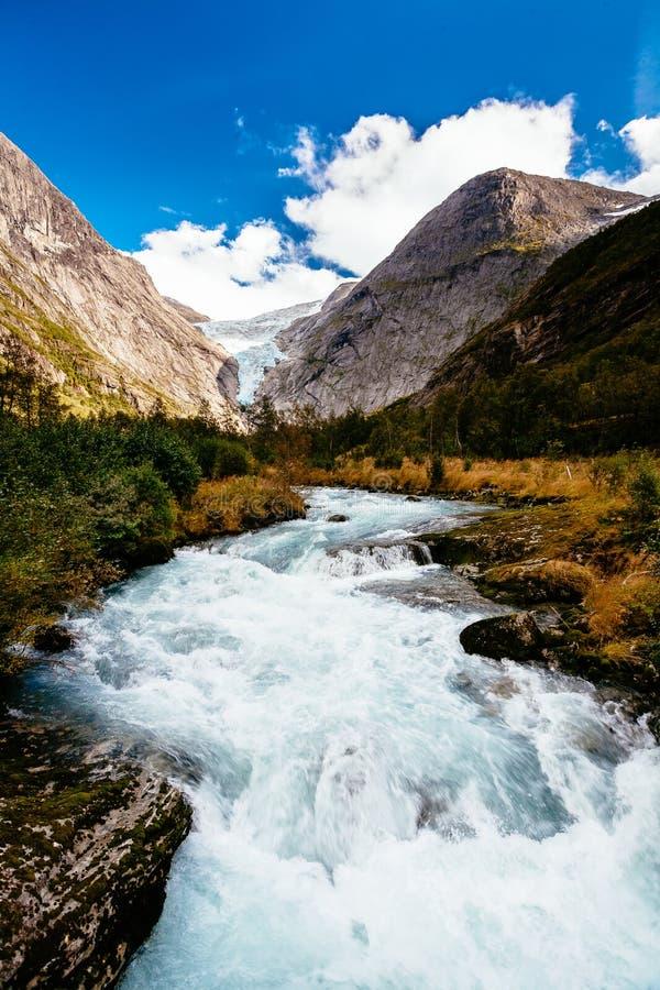 Gletscher Briksdalsbreen in Norwegen stockbild