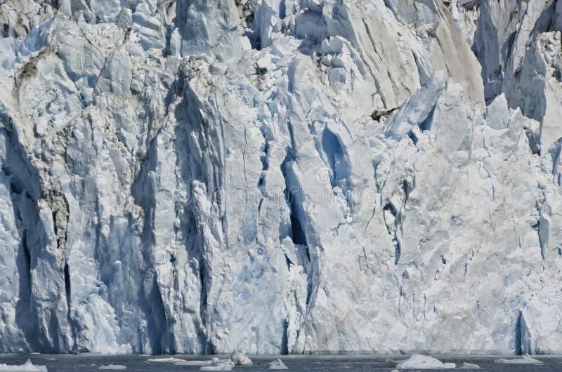 Gletscher in den alaskischen Fjorden lizenzfreies stockbild