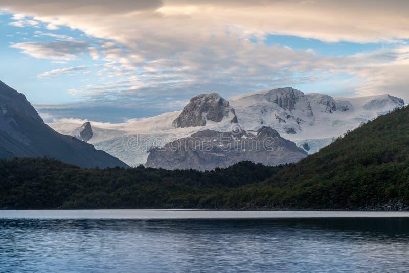 Gletscher Dickson und Lago Dickson am Campingplatz Dickson beim Wandern des O lizenzfreies stockfoto
