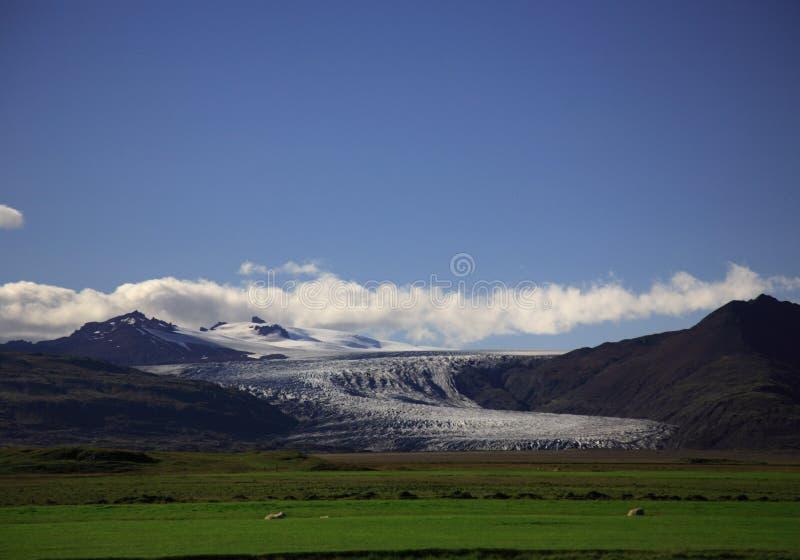 Gletscher an einem vollen Tag stockfotos