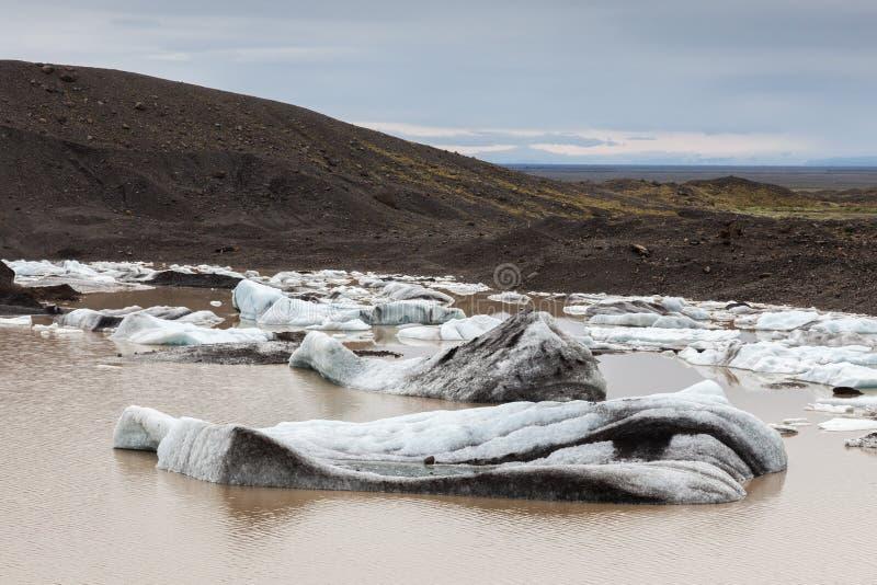 Download Gletscher Und See Mit Eisbergen, Island Stockbild - Bild von schönheit, grenzstein: 47100215