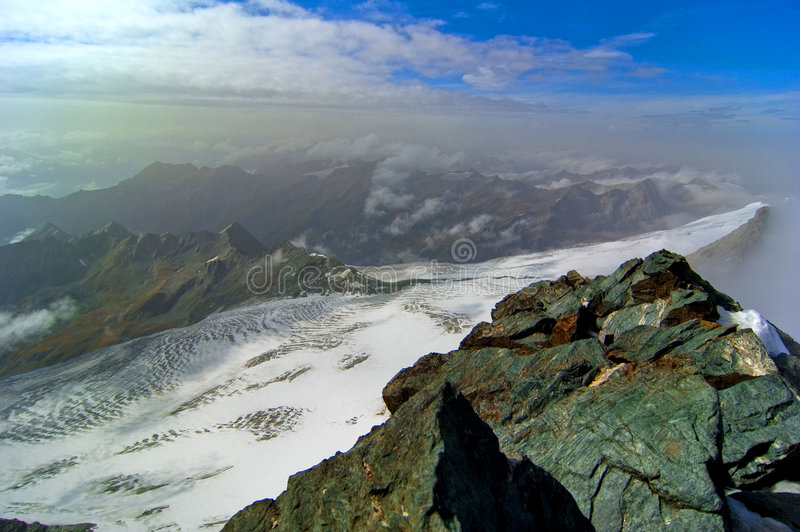 Gletschergebirgsgipfel.   stockfotos