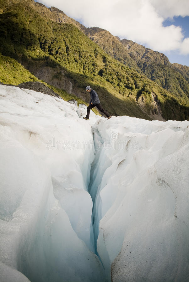 Gletscherspalten-Überfahrt lizenzfreie stockfotos