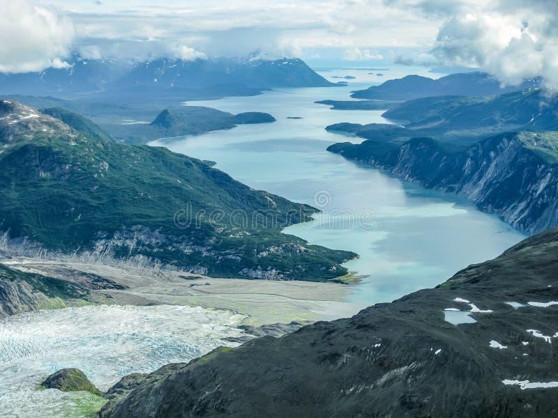 Gletsjerbaai: waar de gletsjer het overzees ontmoet stock foto