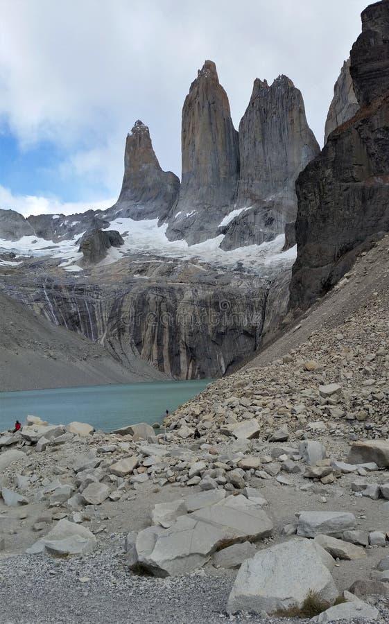 Gletsjermeer onder drie torens van Torres del Paine vorming royalty-vrije stock fotografie