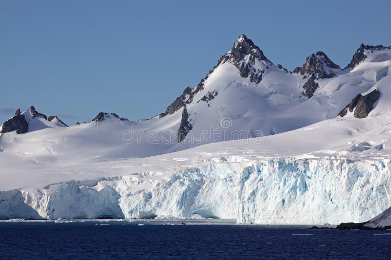 Gletsjers en bergen van Antarctica royalty-vrije stock afbeelding