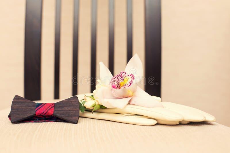 Gli accessori dello sposo alle nozze immagini stock libere da diritti