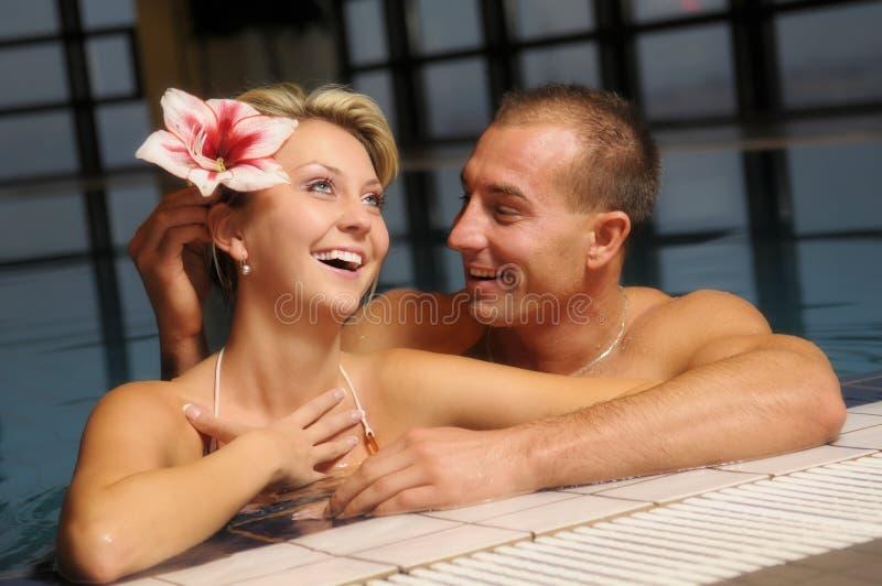 Gli accoppiamenti nella piscina fotografia stock libera da diritti