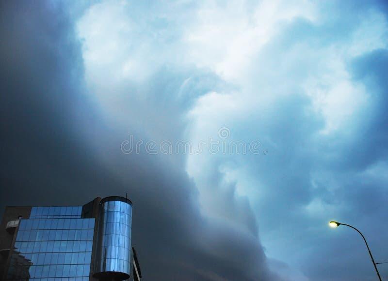 Gli altri assomigliare della tempesta alle onde del mare fotografia stock libera da diritti