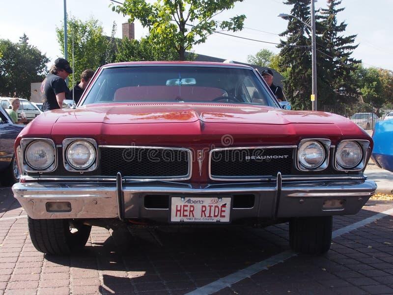 Gli anni 70 ristabiliti classico Plymouth rosso Beaumont immagine stock