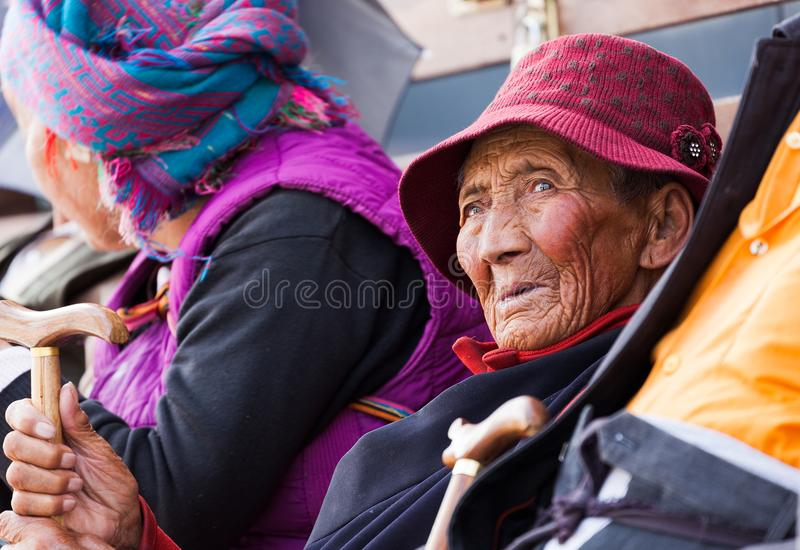 Gli anziani a Lhasa, Tibet fotografia stock