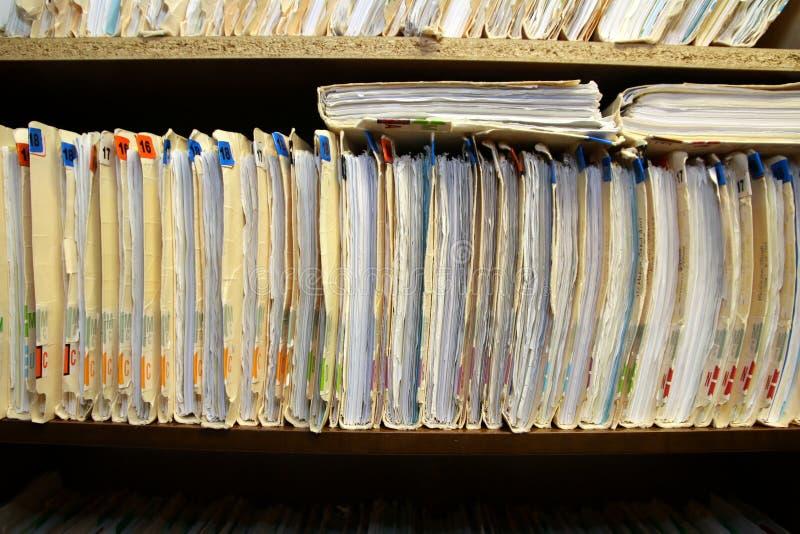 Gli archivi sono stati messi via nel gabinetto fotografie stock libere da diritti