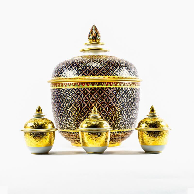 Gli articoli ceramici tailandesi handcraft la ciotola immagine stock libera da diritti