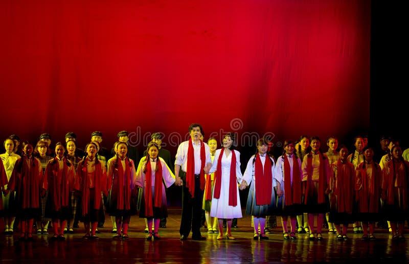 Gli attori tradizionali cinesi di opera eseguono in scena fotografie stock