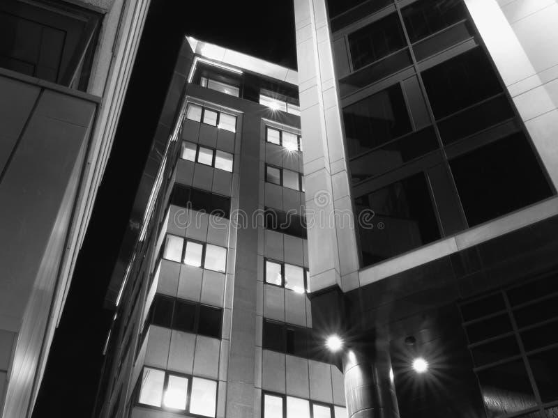 Gli edifici per uffici nella corte schiava a recentemente hanno rinnovato lo sviluppo di affari degli anni 70 nel centro edificat fotografie stock